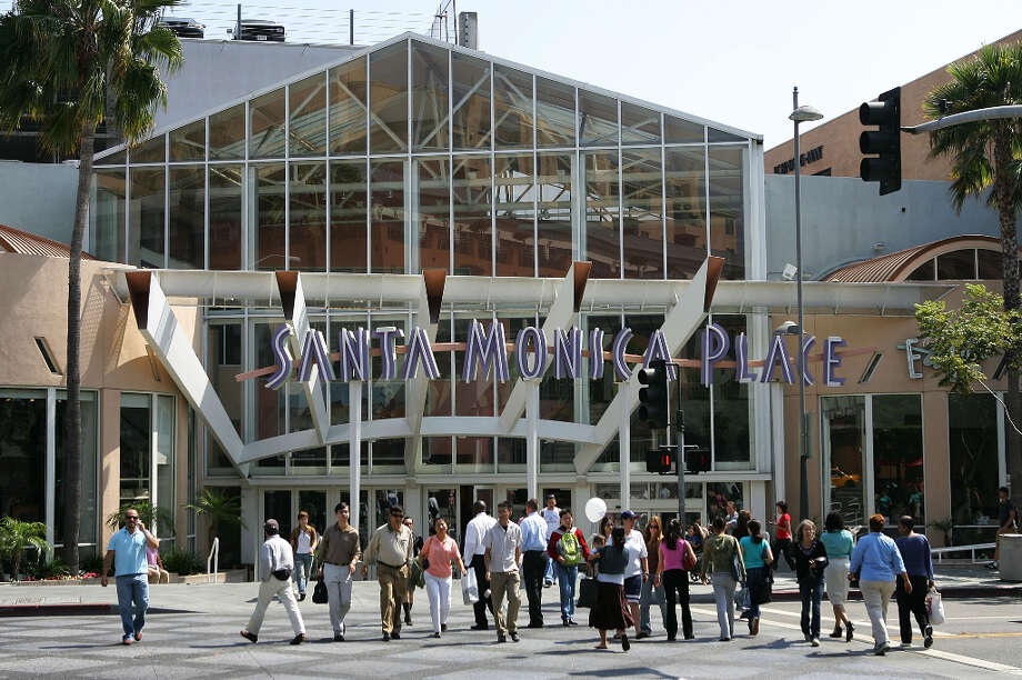 The Santa Monica Place shopping mall, Santa Monica, Calif. Photo: David McNew, Getty Images / 2005 Getty Images
