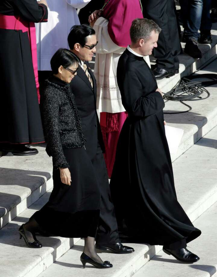 Taiwan's President Ma Ying-jeou and his wife Chow Mei-chin arrive in St. Peter's Square for Pope Francis' inaugural Mass, at the Vatican, Tuesday, March 19, 2013. Photo: Andrew Medichini