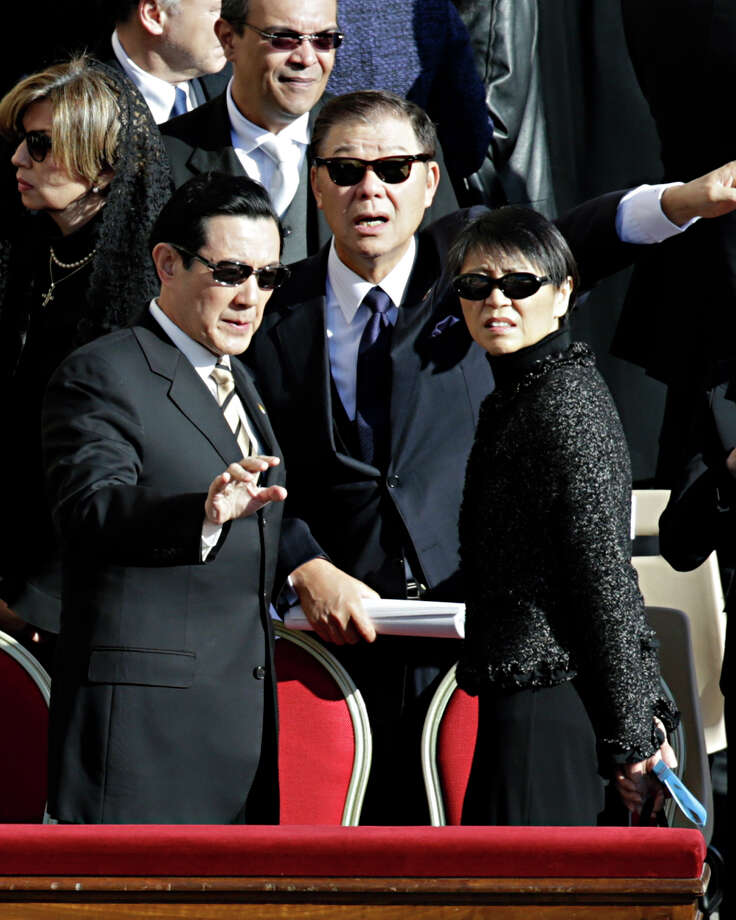 Taiwan's President Ma Ying-jeou, left, and his wife Chow Mei-chin arrive in St. Peter's Square for Pope Francis' inaugural Mass, at the Vatican, Tuesday, March 19, 2013. Photo: Andrew Medichini
