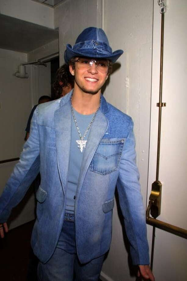 This denim monstrosity. (2001 KMazur/WireImage)