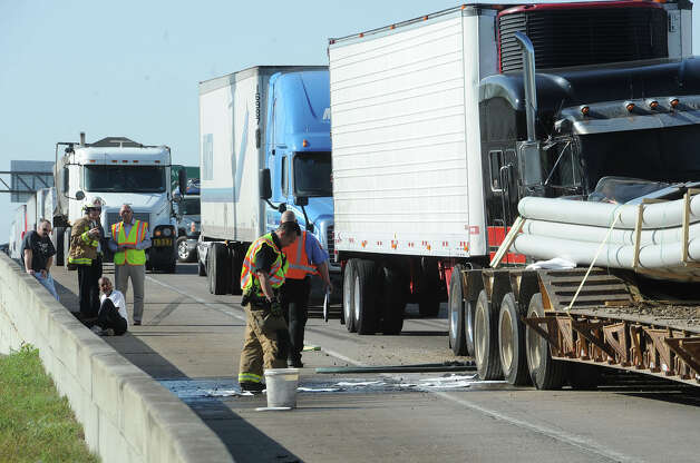 Beaumont police shut down Interstate 10 after two tractor trailers collided on the east bound lane near Classic Accura Tuesday morning.  Guiseppe Barranco/The Enterprise Photo: Guiseppe Barranco, STAFF PHOTOGRAPHER / The Beaumont Enterprise