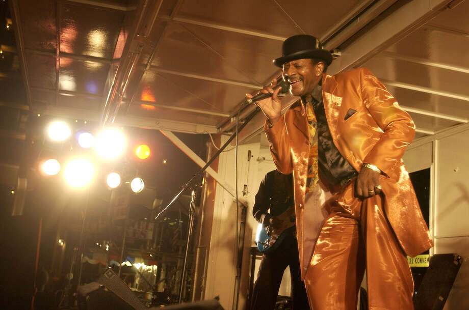Wilbert Beasley hanging it up after more than 50 years belting out soul and R&B. His retirement party is Saturday at the Hideaway Bar. Photo: WILLIAM LUTHER, SAN ANTONIO EXPRESS-NEWS / SAN ANTONIO EXPRESS-NEWS