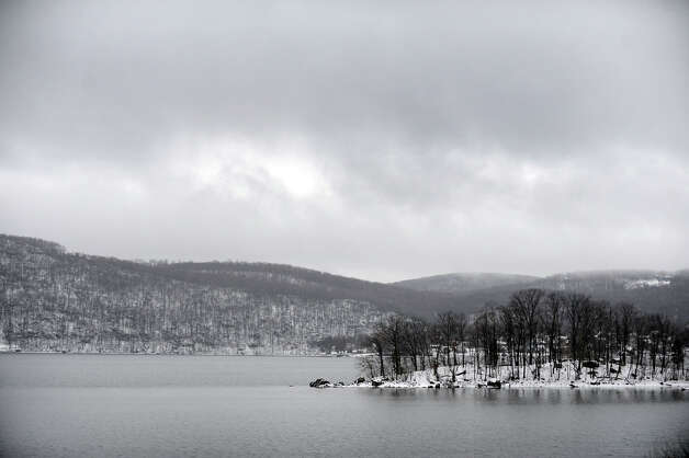 Snow blankets the area across Candlewood lake in Brookfield, Conn. Tuesday, march 19, 2013. Photo: Carol Kaliff / The News-Times
