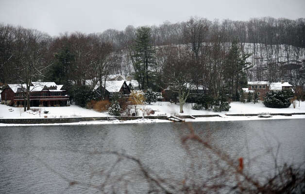 Snow blankets the homes along Candlewood Lake in Brookfield, Conn. Tuesday, March 13, 2013. Photo: Carol Kaliff / The News-Times