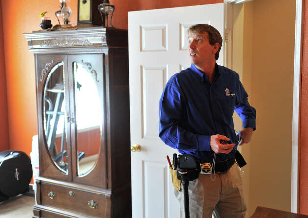 Mike Krumel, looks over a room while doing a home inspection in Helotes. Krumel, who had a long career as a manufacturers representative for homebuilding products before retiring, now owns a Pillar to Post franchise that specialize in home inspections. Photo: Robin Jerstad, For The Express-News / San Antonio Express-News