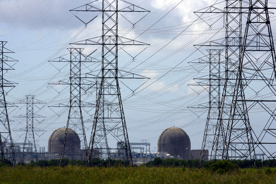 Rep. Sylvester Turner's bill would require the Public Utility Commission to do a cost-benefit analysis if a proposal would add more than $100 million to annual consumer electricity costs. Photo: John Davenport / San Antonio Express-News