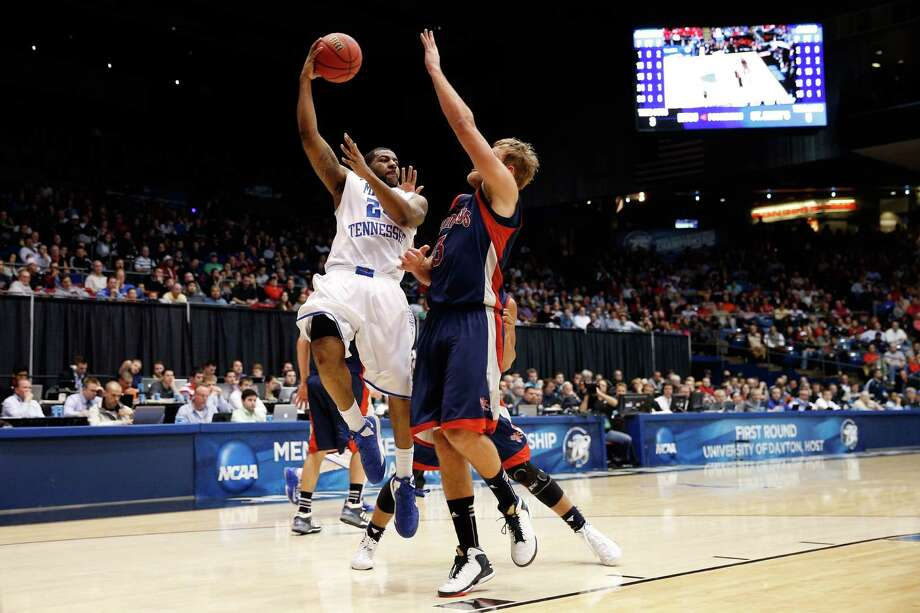 Kerry Hammonds #24 of the Middle Tennessee Blue Raiders looks to pass as he drives in the first half against the St. Mary's Gaels. Photo: Gregory Shamus, Getty Images / 2013 Getty Images