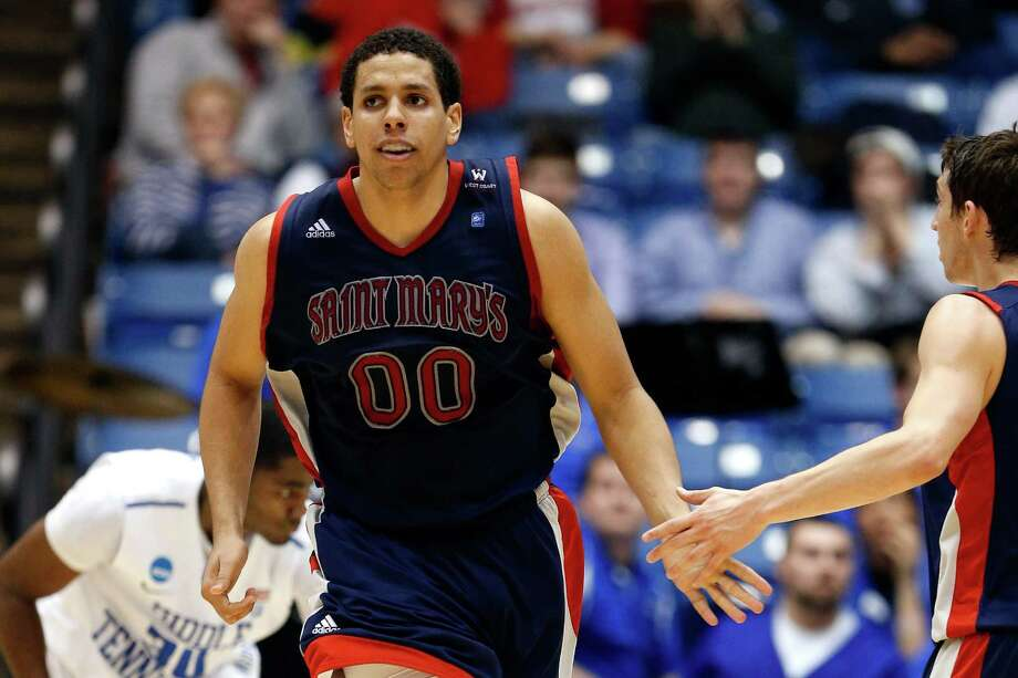 Brad Waldow #00 of the St. Mary's Gaels reacts to a play against the Middle Tennessee Blue Raiders. Photo: Gregory Shamus, Getty Images / 2013 Getty Images