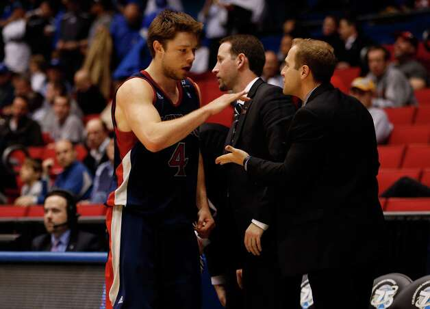 Matthew Dellavedova #4 of the St. Mary's Gaels comes out of the game against the Middle Tennessee Blue Raiders. Photo: Gregory Shamus, Getty Images / 2013 Getty Images