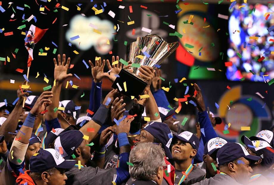 Dominican players hold the WBC trophy aloft as they celebrate their victory over Puerto Rico in the final. Photo: Lance Iversen, The Chronicle