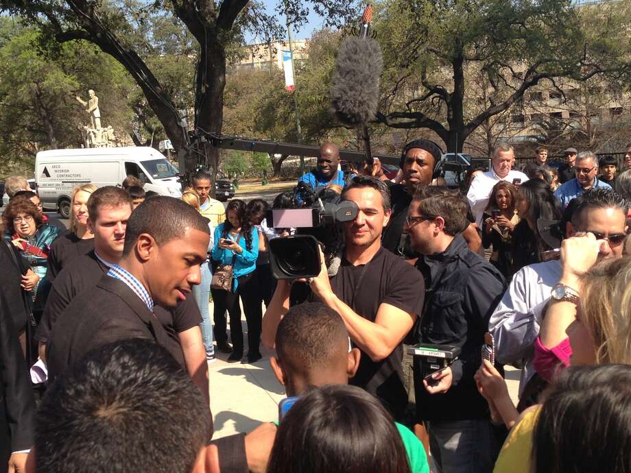 """Nick Cannon, host of """"America's Got Talent,"""" interviews fans along the red carpet. Photo: Benjamin Olivo/Express-News"""