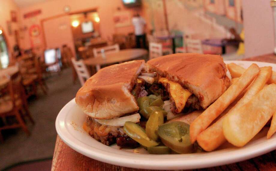 Blake's Jalapeno Texas cheeseburger. Photo: Bill Olive, For The Chronicle / Freelance