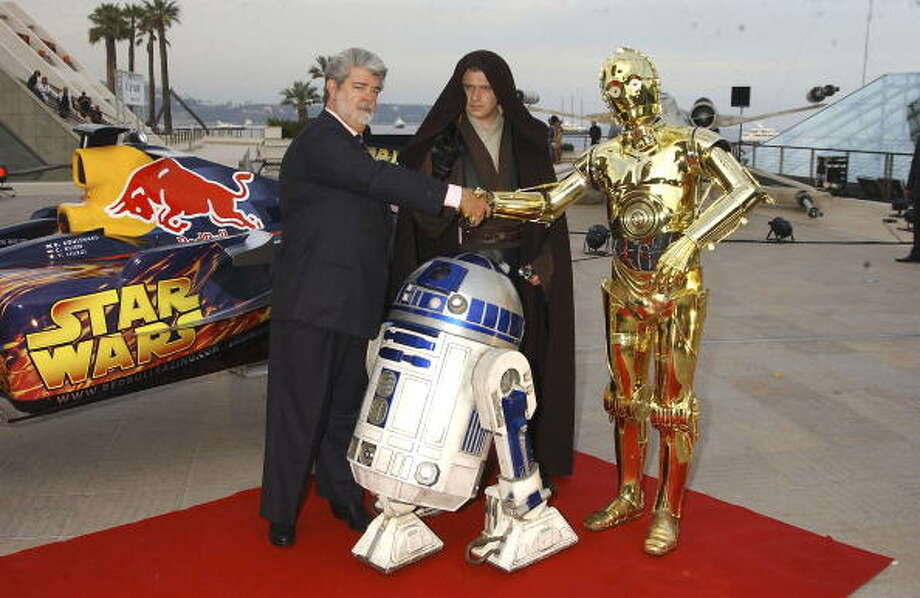 The most famous robots of all? Director George Lucas with C3PO and R2D2 in 2005. Photo: Dave M. Benett, Getty / 2005 David M. Benett
