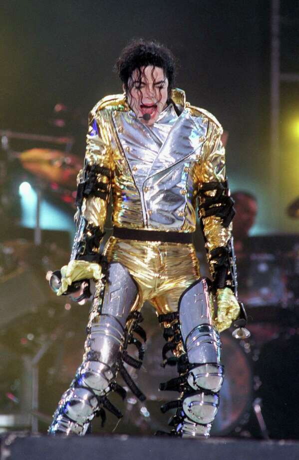 Michael Jackson performs on stage at Wembley Stadium on July 16, 1997 in London, England. Photo: Dave Benett, Getty / 1997 Getty Images