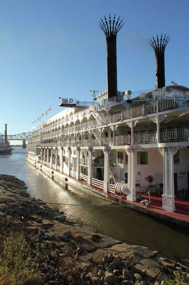 The paddle-wheeler steamboat American Queen docks along the banks of the Mississippi in Natchez, Miss., during a cruise out of New Orleans. Photo: Spud Hilton / The Chronicle