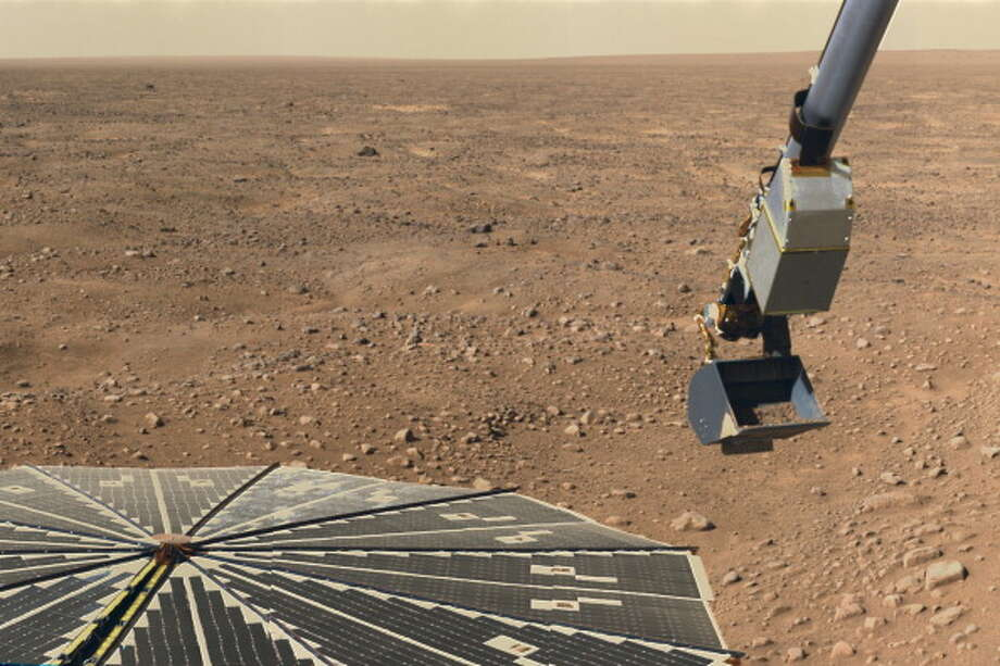 Nasa'S Phoenix Mars Lander, The Robotic Arm Of Phoenix Scooping Martian Soil To Be Examined By An Onboard Microscope, June 10, 2008. Photo: Encyclopaedia Britannica, Getty / Universal Images Group Editorial