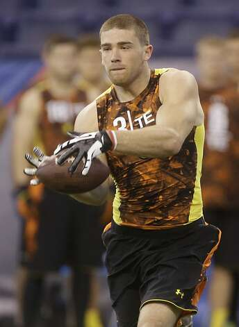 Zach Ertz might be available when the 49ers draft 31st overall. Photo: Dave Martin, Associated Press