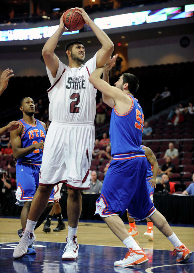 Sim Bhullar, who was born in Toronto to Indian-born parents, becomes the eighth  NBA player to stand at least 7-foot-5. Photo: David Becker / Associated Press / FR170737 AP