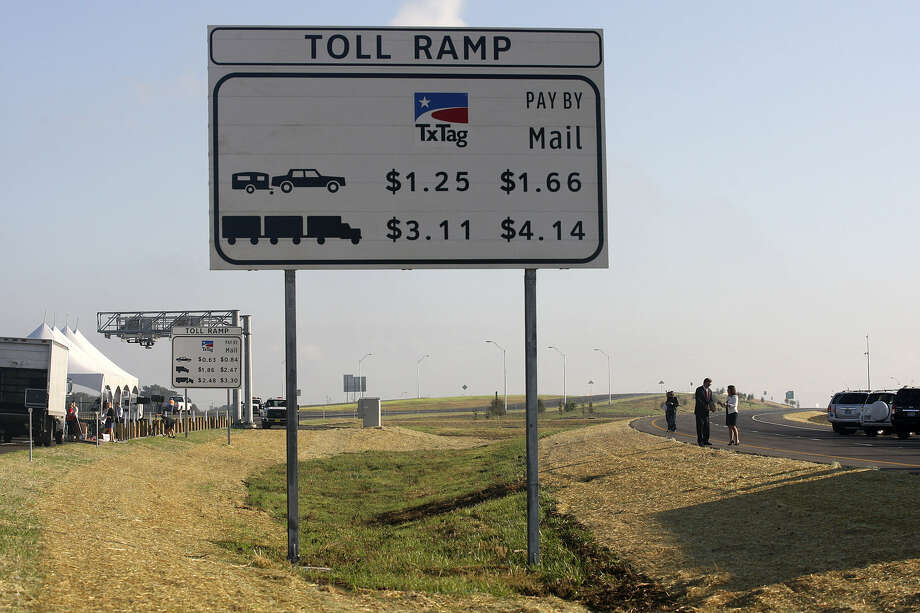 Texas 130 would be Interstate 35 East under a bill in which the state would pay off the road's remaining debt and buy out the company that built the part from south of Austin to Seguin. Photo: San Antonio Express-News File Photo