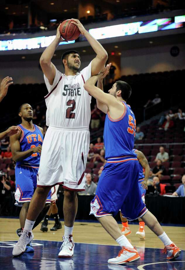 New Mexico State may not be around long, but the Aggies' 7-5, 355-pound Sim Bhullar will leave a lasting impression. Photo: David Becker, FRE / FR170737 AP