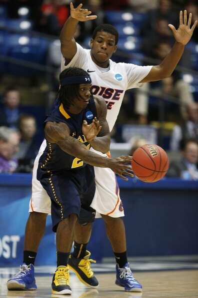 DAYTON, OH - MARCH 20:  Tyrone Garland #21 of the La Salle Explorers passes the ball around Derrick