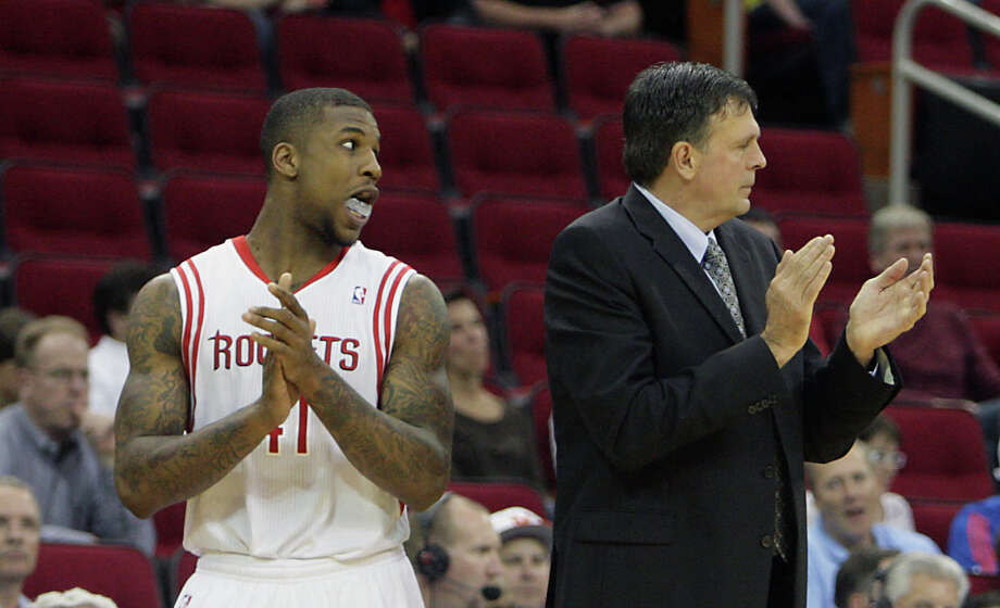 Thomas Robinson and head coach Kevin McHale during the fourth quarter. Photo: James Nielsen, Houston Chronicle / © 2013 Houston Chronicle