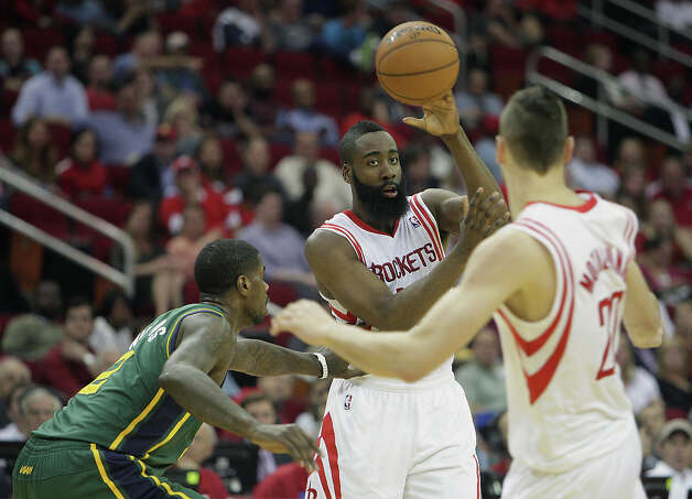 James Harden passes the ball past Marvin Williams. Photo: James Nielsen, Houston Chronicle / © 2013 Houston Chronicle
