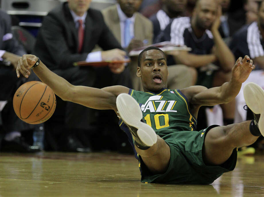 Alec Burks tumbles to the floor during the third quarter. Photo: James Nielsen, Houston Chronicle / © 2013 Houston Chronicle