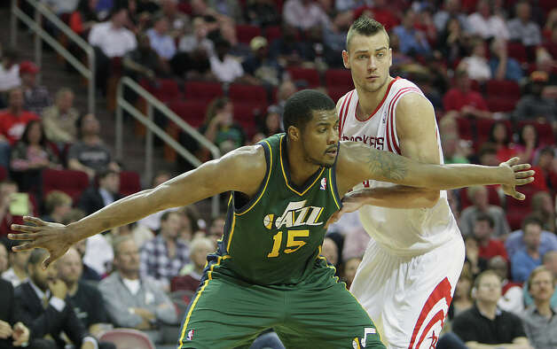 Derrick Favors and the Chandler Parsons during the fourth quarter. Photo: James Nielsen, Houston Chronicle / © 2013 Houston Chronicle