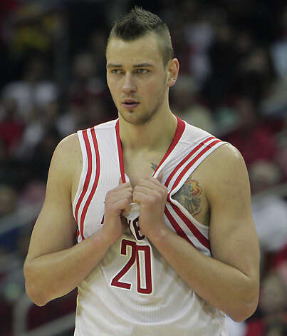 Donatas Motiejunas during the second quarter. Photo: James Nielsen, Houston Chronicle / © 2013 Houston Chronicle