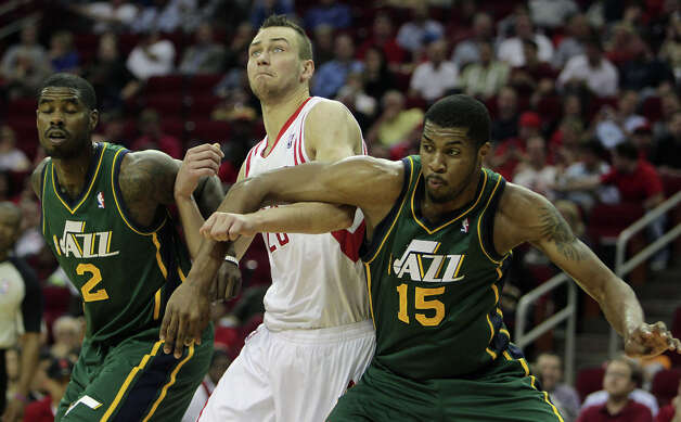 Donatas Motiejunas, Marvin Williams, and Derrick Favors, during the second quarter. Photo: James Nielsen, Houston Chronicle / © 2013 Houston Chronicle