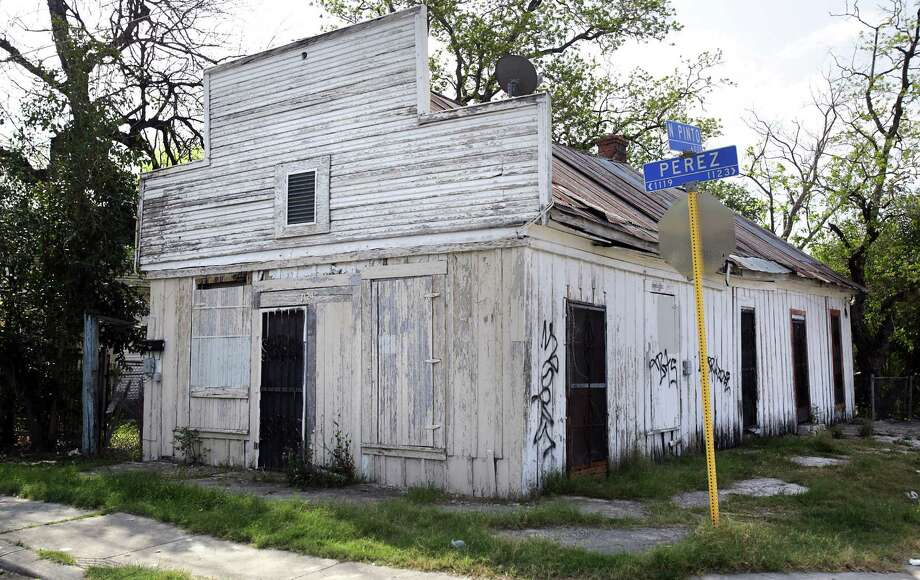 The old                    tiendita was built around 1910 at 1124 Perez St., just west of Margil Elementary School. The individual seeking to raze the structure wants to clear the lot for a new home. Photo: Bob Owen / San Antonio Express-News