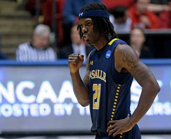 La Salle guard Tyrone Garland (21) pumps his fist after a teammate made a free throw in the closing seconds of a first-round game against Boise State. Photo: Al Behrman, Associated Press / AP