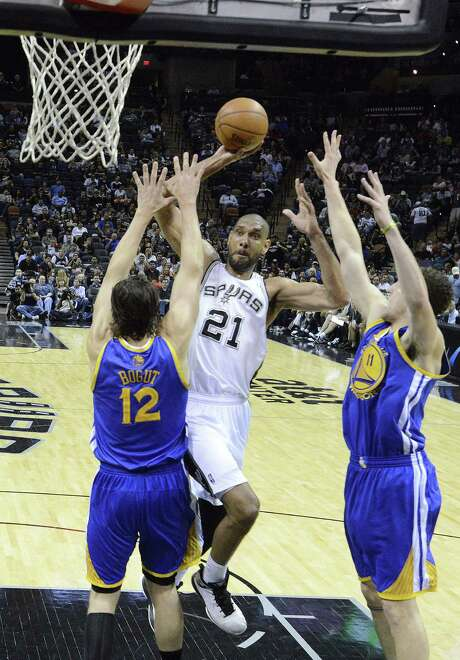 Tim Duncan challenges Golden State's Andrew Bogut (left) and Klay Thompson on a drive to the rim. Duncan finished with game highs of 25 points and 13 rebounds and added six assists. Photo: Billy Calzada / San Antonio Express-News