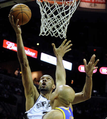 Tim Duncan of the Spurs scores over Richard Jefferson of the Golden State Warriors during NBA action at the AT&T Center on Wednesday, March 20, 2013. Photo: Billy Calzada, San Antonio Express-News / San Antonio Express-News