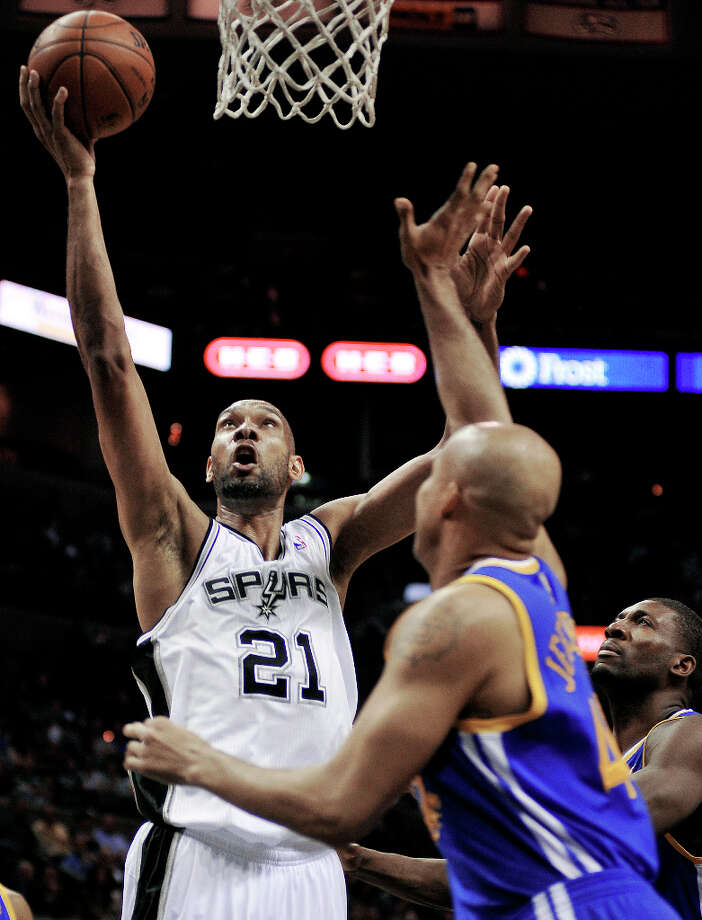 San Antonio Spurs' Tim Duncan (21) shoots over Golden State Warriors' Richard Jefferson during the first half of an NBA basketball game, Wednesday, March 20, 2013, in San Antonio. San Antonio won 104-93. Photo: Darren Abate, Associated Press / FR115 AP