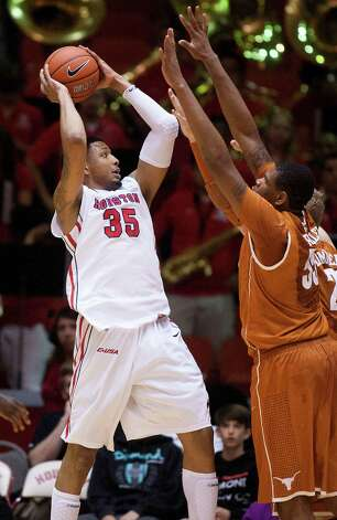 U of H forward TaSawn Thomas (35) puts up a shot during the first half of the CBI men's postseason basketball tournament against the University of Texas at Hofheinz Pavillion on Wednesday, March 20, 2013, in Houston. Photo: J. Patric Schneider, For The Chronicle / © 2013 Houston Chronicle
