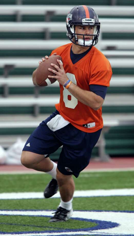 UTSA quarterback Eric Soza during a practice on Wednesday, March 20, 2013 at Farris Stadium. Photo: Bob Owen, San Antonio Express-News / San Antonio Express-News