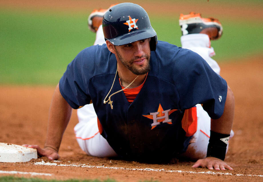 J.D. Martinez slides back to first base during the second inning. Photo: Evan Vucci, Associated Press / AP