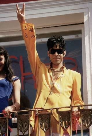 Prince attends the opening of his shop in Camden on May 03, 1994 in London, England. Photo: Dave Benett, Getty Images / 1994 Getty Images