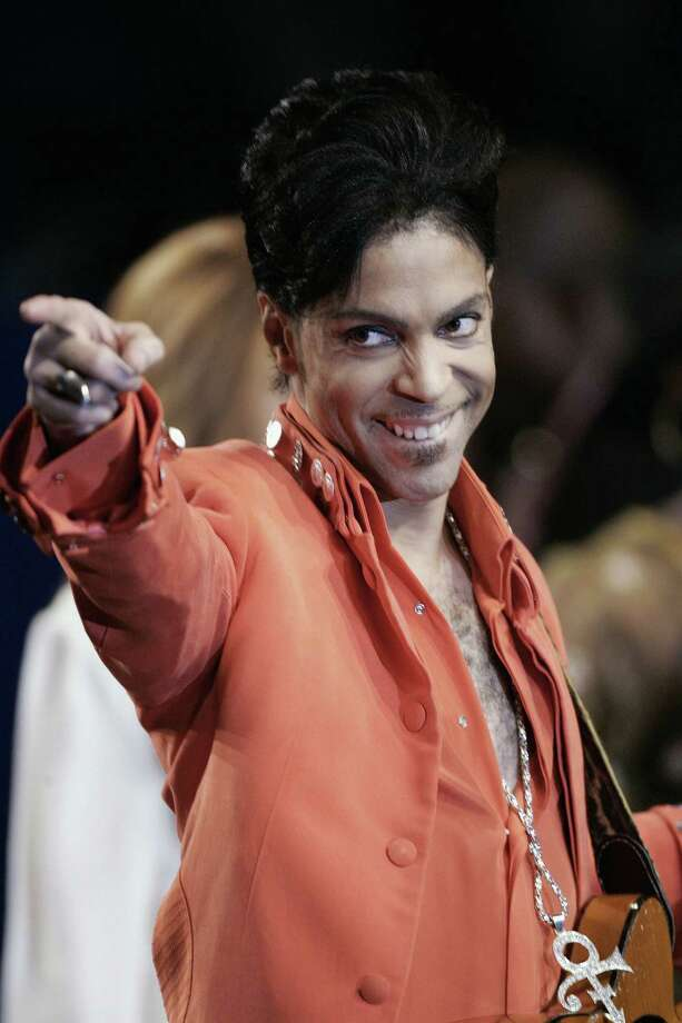 MIAMI BEACH, UNITED STATES: Recording star Prince performs during a press conference 01 February 2007 at the Super Bowl media center on Miami Beach, Florida. Prince will give the half-time performance at Super Bowl XLI 04 February 2007 when the Chicago Bears face the Indianapolis Colts.  AFP PHOTO/ROBERT SULLIVAN Photo: ROBERT SULLIVAN, Getty Images / 2007 AFP