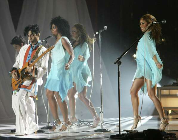 LONDON - FEBRUARY 15:  (UK TABLOID NEWSPAPERS OUT)  Prince performs on stage at The Brit Awards 2006 with MasterCard at Earls Court 1 on February 15, 2006 in London, England. The 26th annual music awards highlight the achievements of the UK record industry with all proceeds donated to the British Record Industry Trust (BRIT). Photo: Dave Hogan, Getty Images / 2006 Getty Images