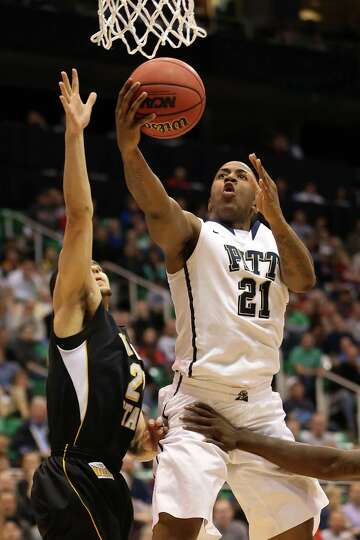 Lamar Patterson #21 of the Pittsburgh Panthers goes up for a shot in the lane against Fred Van