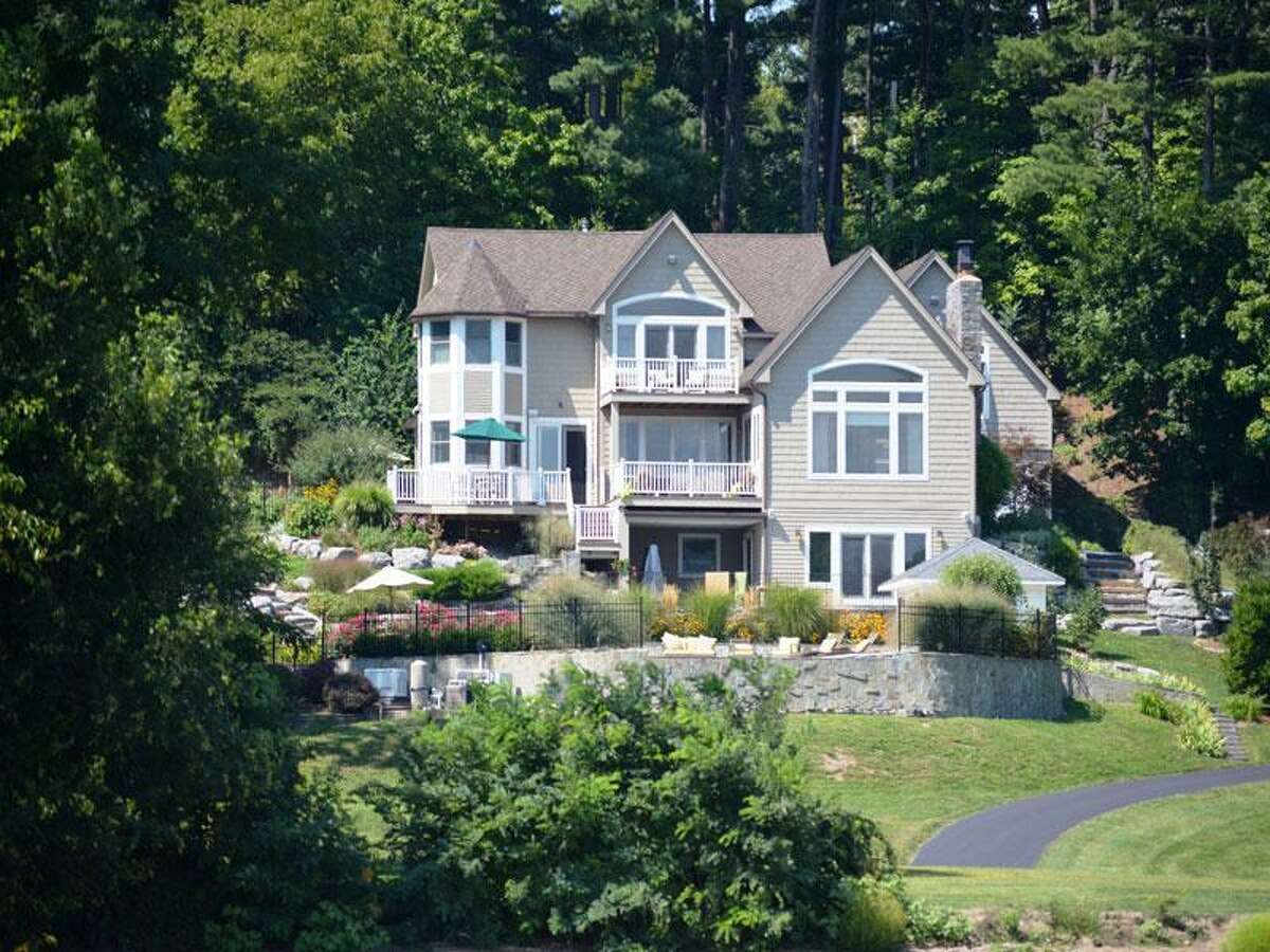 House of the Week: 248 Van Wies Point Rd., Glenmont | Realtor: Lorraine Conoby at Select Sotheby's International Realty | Discuss: Talk about this house
