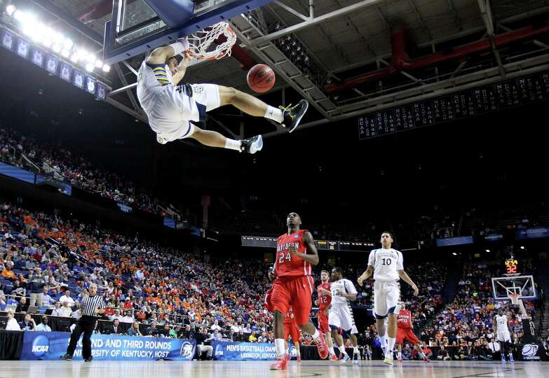 LEXINGTON, KY - MARCH 21:  Trent Lockett #22 of the Marquette Golden Eagles slam dunks against the D
