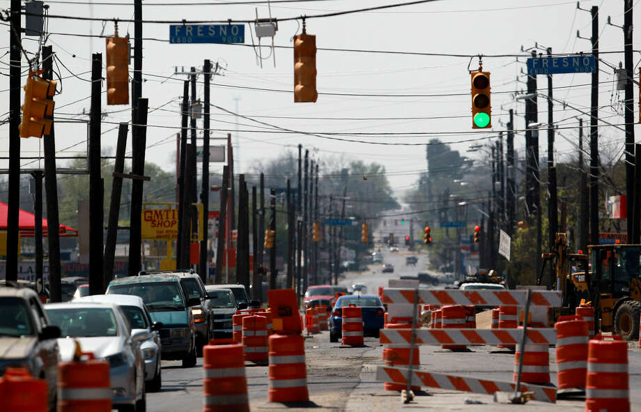 Traffic barriers have been put in place for the closing of a section of southbound Blanco Road, which is expected to last six months. Photo: John Davenport / San Antonio Express-News