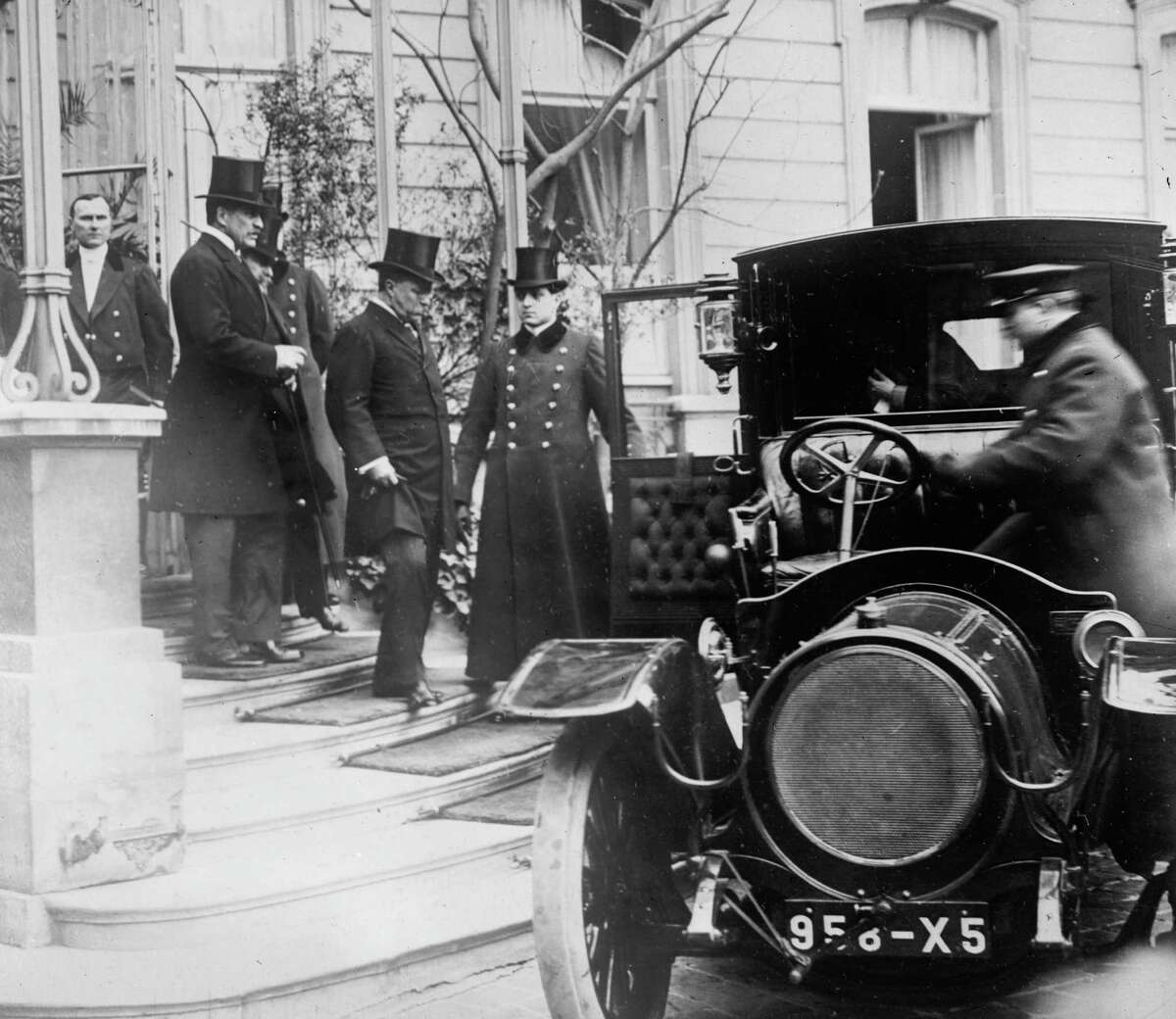 Here, Theodore Roosevelt leaves U.S. Ambassador Bacon's residence in Paris to call on the French president.
