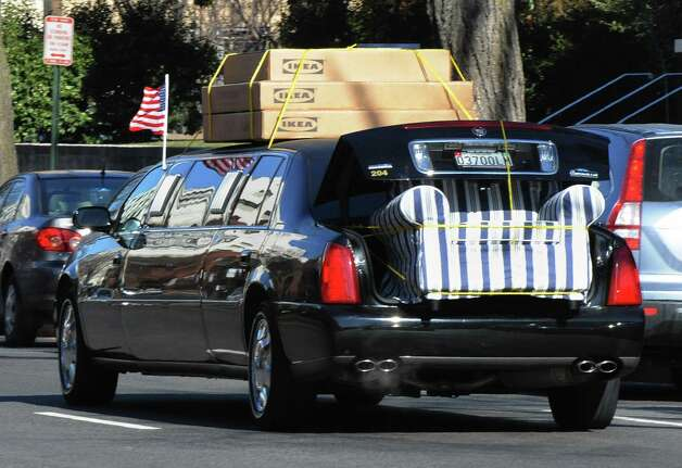 A government limousine hauls furniture from IKEA, in Washington, D.C., on Jan. 16, 2009, four days before President Barack Obama's inauguration. Photo: MARK RALSTON, AFP/Getty Images / 2009 AFP
