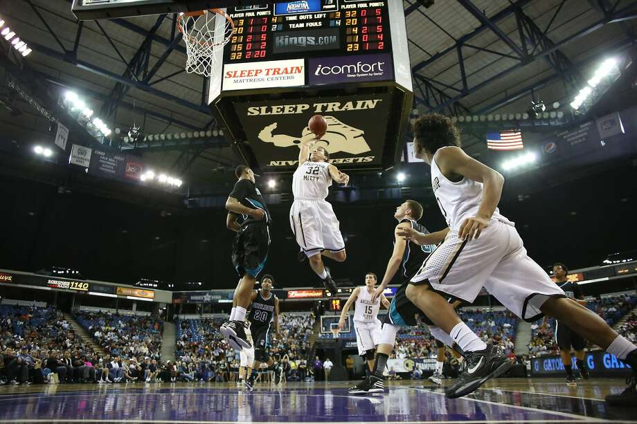 Aaron Gordon rises to the occasion against Sheldon-Sacramento in the NorCal Open final. Photo: Mathew Sumner, Special To The Chronicle