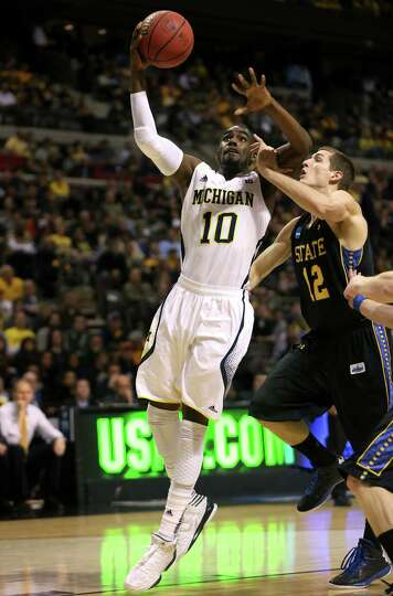 AUBURN HILLS, MI - MARCH 21:  Tim Hardaway Jr. #10 of the Michigan Wolverines drives for a shot atte